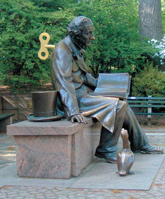 Mekaniske Andersen, Central Park, New York 2008. 41x28x3 cm, pap lim og akryl. Foto: Søren Behncke