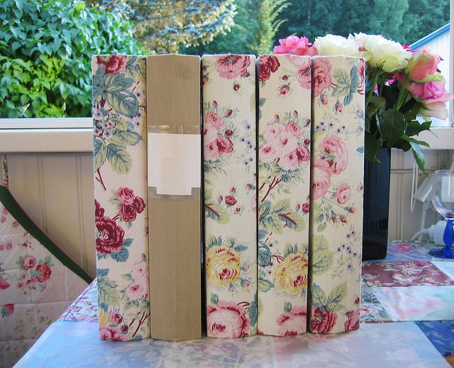 Fabric covered ring binders- This is such a good idea to make you school folders #unique and #individual so you will never loose them #teenideas