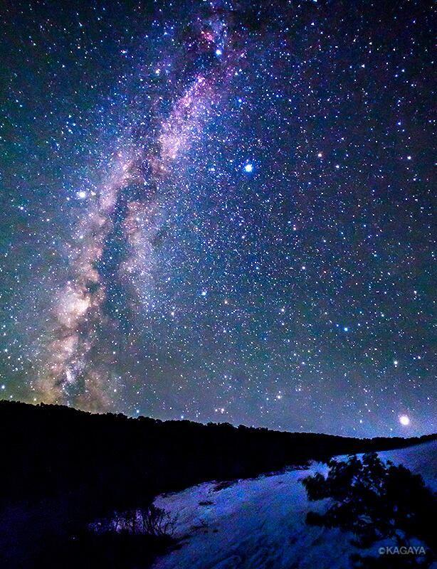 Twitter / KAGAYA_11949: 昨夜撮影した北海道の星空。知床峠に残った雪渓と夏の天の川です ...