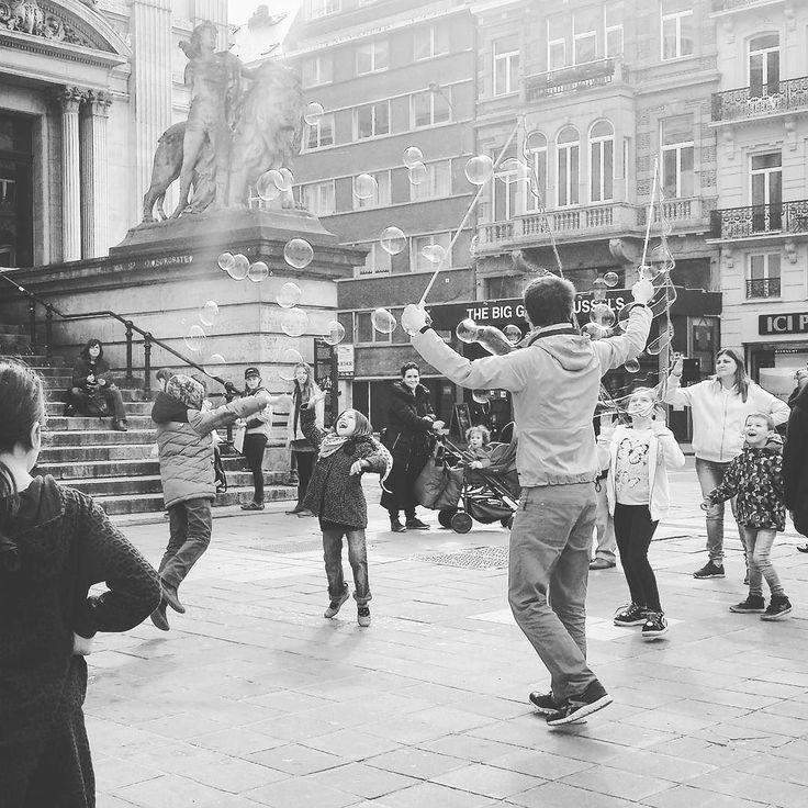 Bruxelles sous le soleil.  #printemps #bruxelles #brussels #bourse #belgique #belgium #visitbelgium #visitbrussels #citytrip #travel #travelblog #instatravel #travelgram #travelling #instagood #igers #slowtravel #explore #neverstopexploring