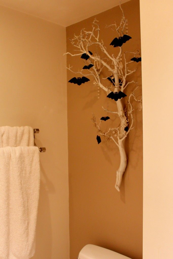 Add a little spooky atmosphere to your home with white branches and glittery bats! Try mounting on your wall with Command(TM) Picture Hanging Strips!
