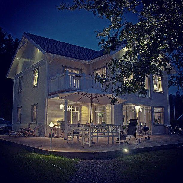 """154 Likes, 13 Comments - Fiskarhedenvillan_no (@fiskarhedenvillan_sverige) on Instagram: """"Ett specialhus i skymningsljus. #fiskarhedenvillan #drömhus #drömhem"""""""