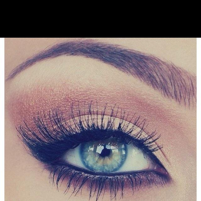 pretty peach shadow and soft top cat eye