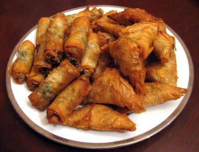 Pour passer un bon Entrées, nous vous proposons une recette de Briouats au poulet et aux oeufs . recette de cuisine, facile et rapide, par Les gourmands mediterraneens