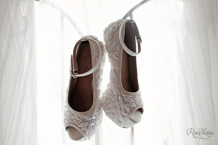 White wedding shoes.. With sequin and pearls. High heals, customs and handmade. By rinathang shoes @rinathangshoes