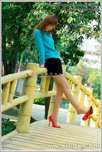 News in red stilettos         [ad_1] [ad_2] Posted by ShanghaiVIP  on 2009-02-03 15:19:13      Tagged:  , heel , pump , stilettos ... http://showbizlikes.com/in-red-stilettos/