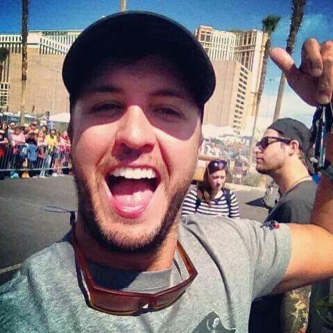 Luke Bryan selfie