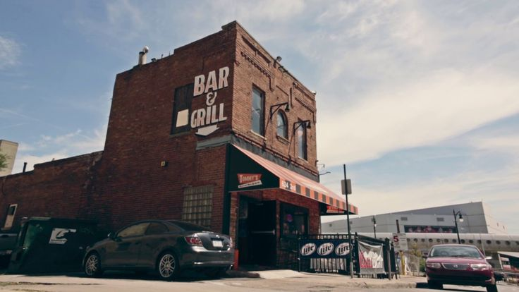 Tommy's Detroit Bar and Grill - Downtown Metro Detroit MI Bar