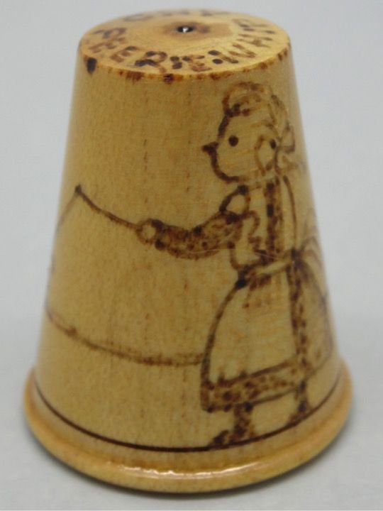 Whip and Peerie - Peonza. Scotland Traditional Games. Child Plays. Collection. Heather Mclean. Thimble-Dedal-Fingerhut.