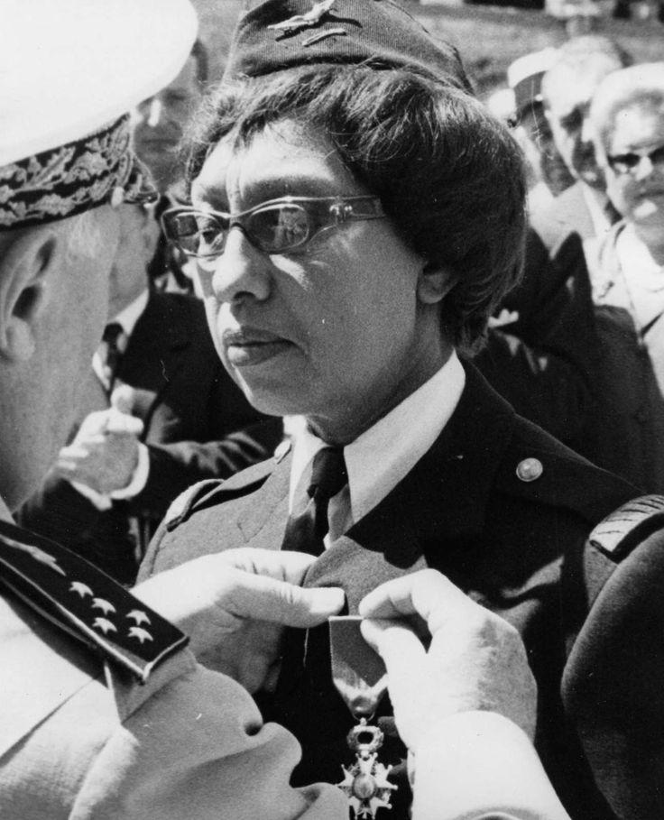 Le 19 août 1961, le général Vallin remet la Croix de la Légion d'Honneur à Joséphine Baker dans le parc du château des Milandes. Cette reconnaissance s'ajoutait à la Croix de guerre, à la Croix de la libération et à la médaille de la résistance en hommage à sa conduite héroïque pendant la seconde guerre mondiale