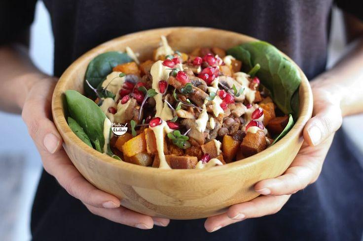 Receita de buddha bowl de outono, perfeita para dias frios. Uma taça de vegetais adequados a desta época do ano. Com vídeo.