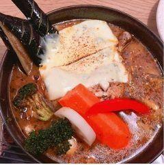 八王子市にあるスープカレー GARAKU 八王子店のスープカレーむちゃくちゃ美味かったー()o  北海道でしか食べた事なくて先日同僚と一緒に行ってきましたスープカレーならではの野菜がごつくカットされてでも柔くて美味しいボリュームもむちゃくちゃ多いけど野菜だから身体には優しい  東京も暑くなってきましたけど暑い時にはやっぱり熱いスープカレーオススメです()/ tags[東京都]