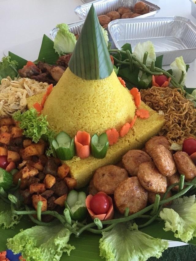 Nasi Kuning - Sisca Soewitomo Masakan Tumpeng - YouTube