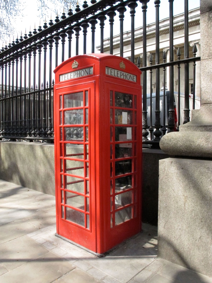 Telephone booth, London   Photo by Emiliano López