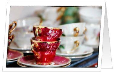 Mooie vintage theekopjes, rood en wit!  Nodig je vriendinnen uit voor een high tea met deze leuke kaart!