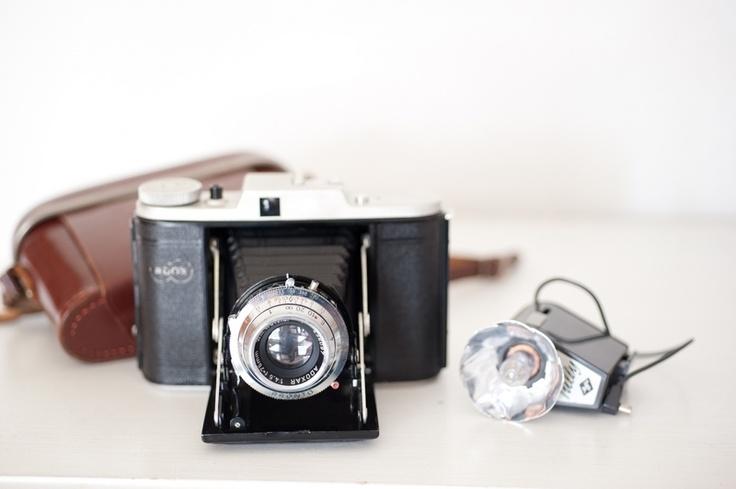 Alte Rollfilm Kamera mit Blitzgerät