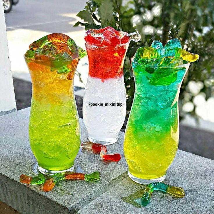Worming Me Crazy #pookiemixinitup #tipsybartender #cocktail #cocktails #cocktailporn #drinkgasm #drinkporn #mixology #liquor #alcohol #vodka #midori #melon #greenapple #orange #bluecuracao #blueraspberry #cherry #peach #lemonade #limeade #adultlemonade #hardlemonade #spikedlemonade #gummies #gummybears #gummyworms #worms #candy #candies