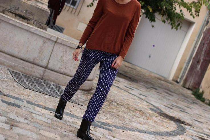 Trench – Gap (similaire ici)  Pull – H (ancienne collection)  Pantalon – Zara (ancienne collection, similaire ici)  Bottines de pluie  – Melissa en partenariat avec Spartoo  BO – Forever21