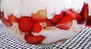 Gelado de morango com suspiro: Receitas Doce, Receitas Supreme, Receitas De Gelado, Gelado De, Os Suspiro, Os Morango, Mini-Cheesecak De Morango, Só Receitas