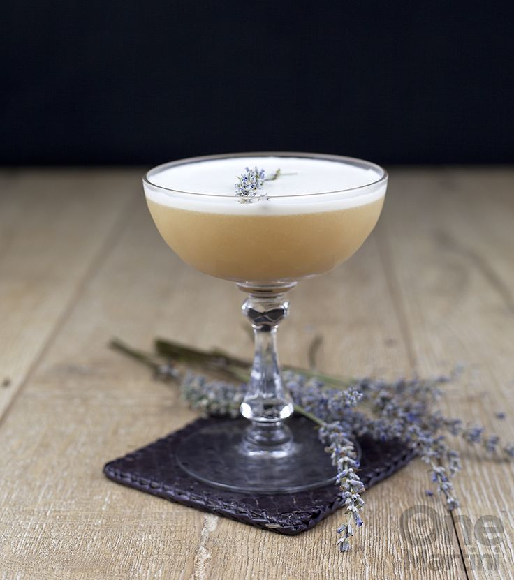 Lady Jane : an earl grey tea gin cocktail : onemartini.com