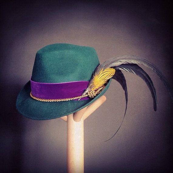 Sombrero tirolés verde caza con adorno de plumas de por PaleasHat