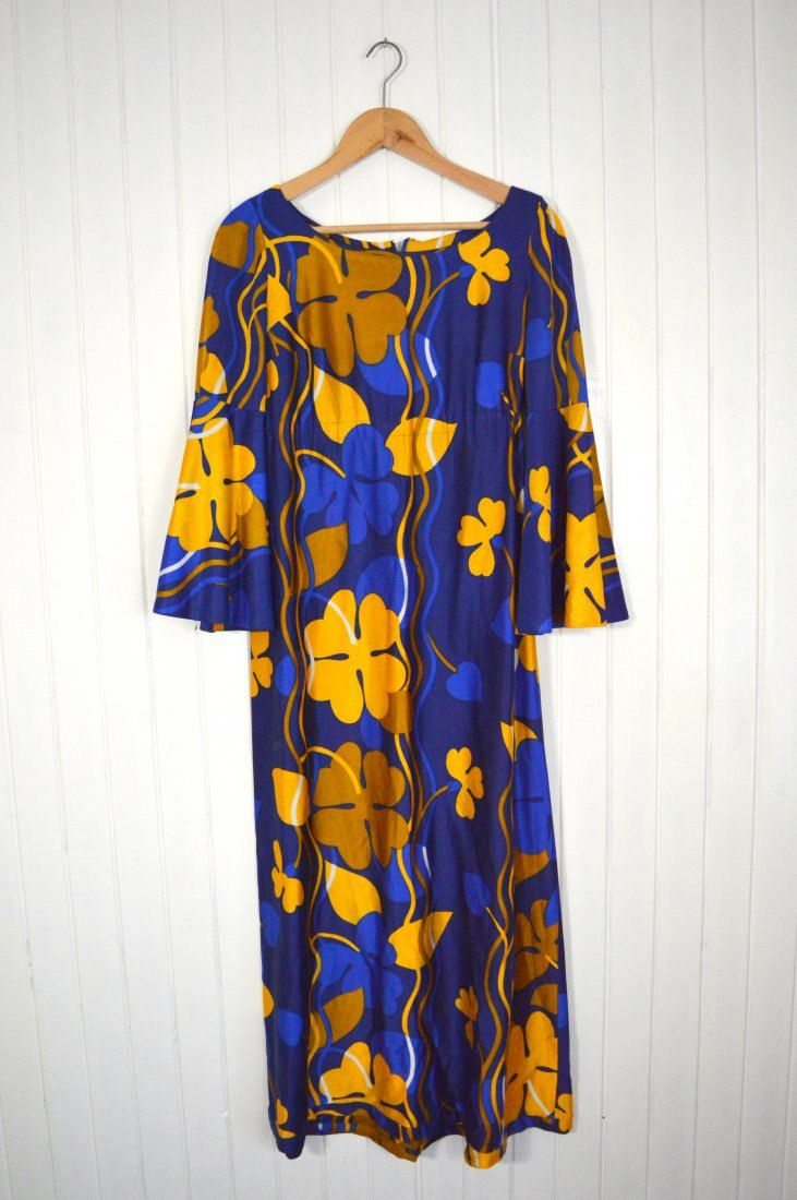 Beautiful 70s dress with floral pattern by SweetSpicyVintage on Etsy