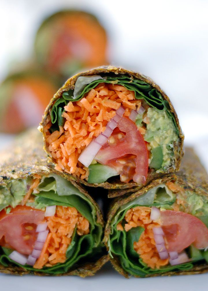 The Global Girl Raw Vegan Recipes: Gluten-free guacamole wraps with tomato, lettuce, bell pepper and red onion in a zucchini, apple and flax seed crust.
