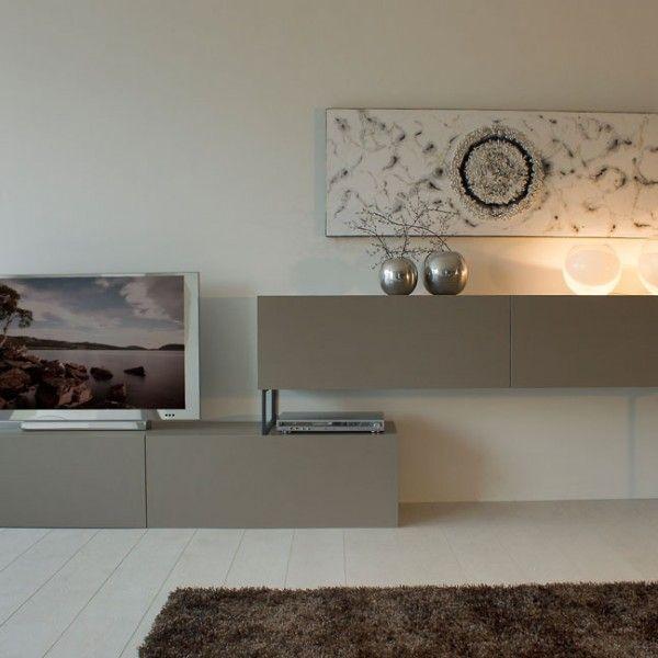 Mueble de diseño con patas metálicas