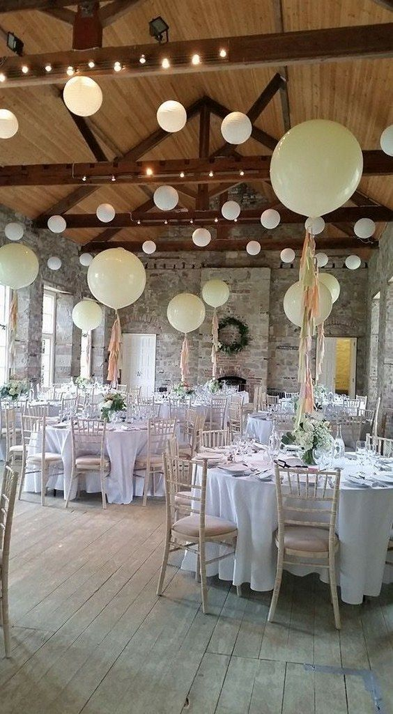 Giant balloons wedding centerpiece / http://www.himisspuff.com/giant-balloon-photos/4/