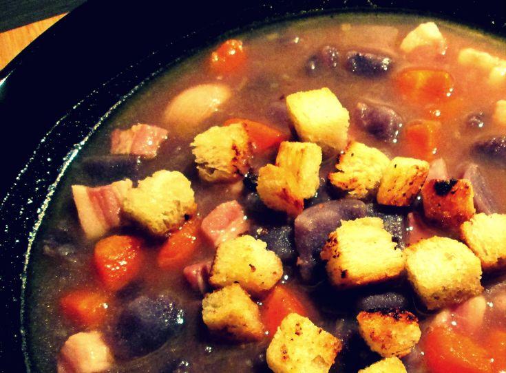 Zuppa di patate viola e pancetta