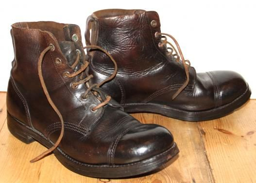 1945 DTD. BRITISH ARMY BOOTS