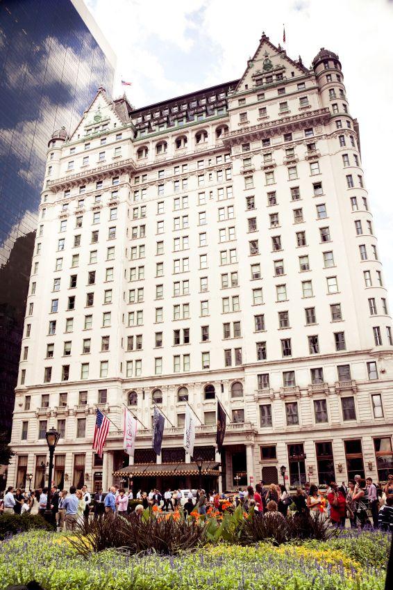 """The Plaza: #Kevin allein in #New #York -  Schauplatz für die Fortsetzung des Kassenschlagers """"Kevin - allein zu Haus"""" war das The Plaza in New York. In dem 5-Sterne-Hotel mit Blick auf den Central Park quartiert sich Jungschauspieler Macaulay Culkin ein, während seine Familie über die Weihnachtsfeiertage nach Florida fliegt. Das Plaza-Hotel ist eines der teuersten und edelsten Hotels in New York."""