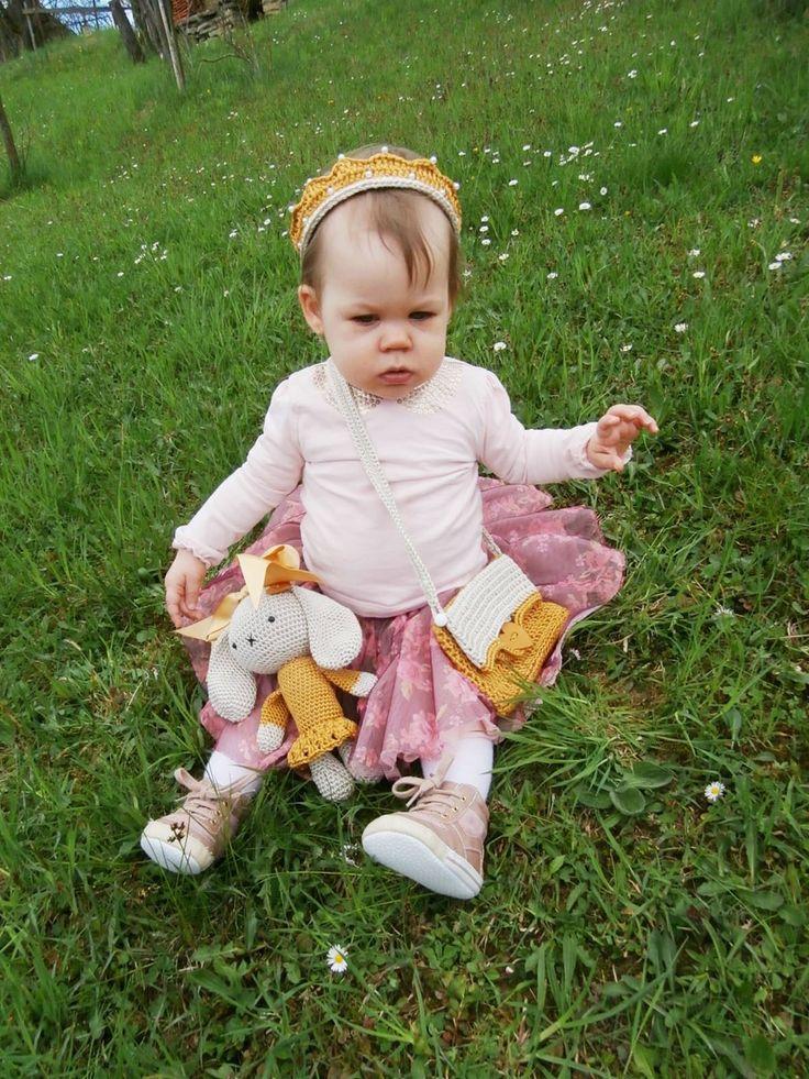 Small princess with TOJSOUTOJS toy, purse and headband