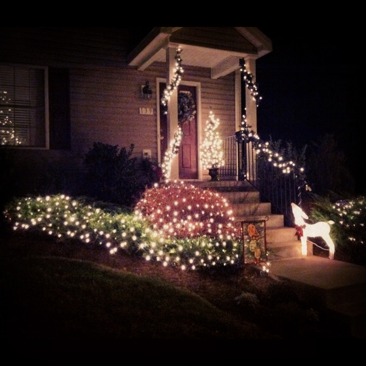 Decorating a townhouse with christmas lights holiday for Townhouse decorating ideas