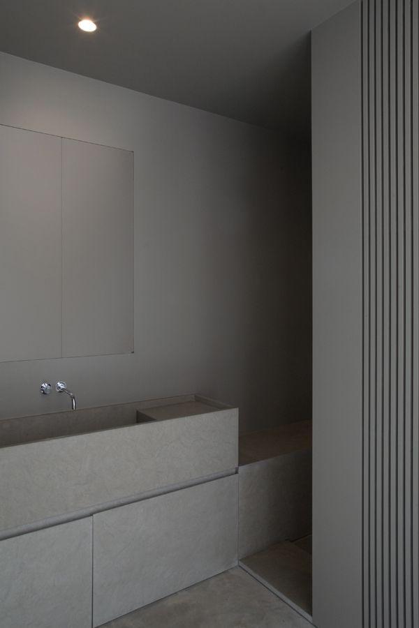 grey bathroom by Annemarie van Riet