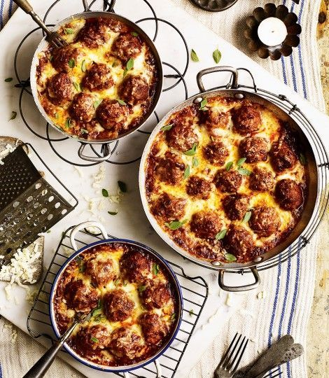Baked American-style meatballs in smoky tomato sauce