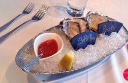 Jak jeść ostrygi - poradnik podstawowego sposobu serwowania i jedzenia ostryg na surowo.  http://dorota.in/jak-jesc-ostrygi/  #food #kuchnia #ostrygi #oysters #walentynki