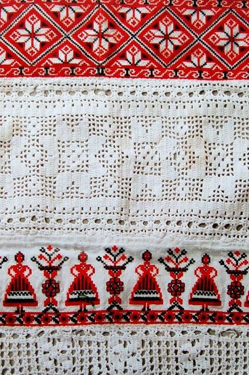 Russian traditional costume. Detail of an apron, embroidery and crochet lace, Kaluga Province, early 20th century. #folk #textile