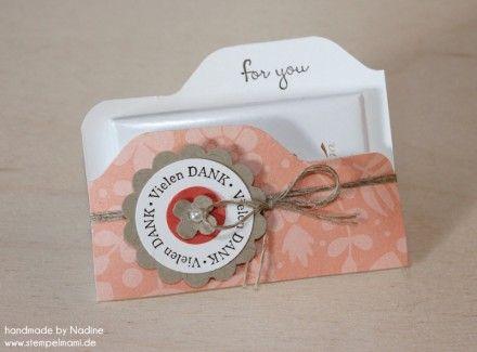 Nadine (Stempelmami): Anleitung für Mini-Schokoladentafeln mit dem Envelope Punch Board