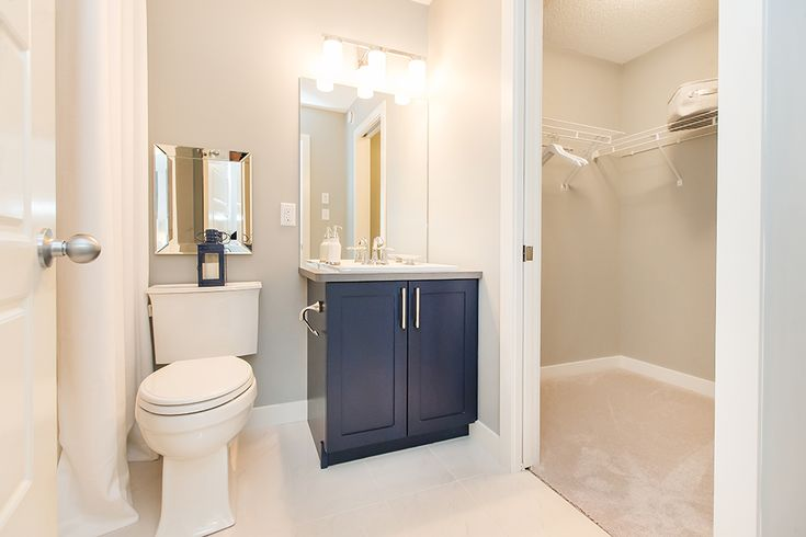 A cozy #ensuite with the walk-in closet - convenient!