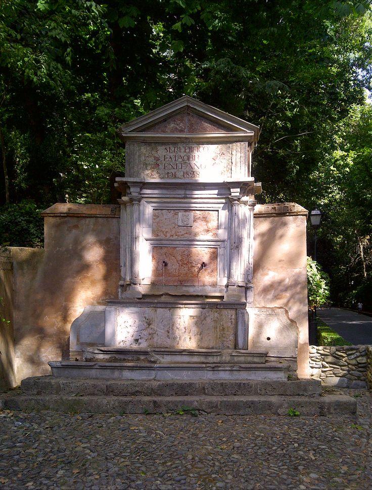 Fuente en la Cuesta de Gomérez. Alhambra. Granada #granada #alhambra #granadatours #andaluciatours #andalusiaguidedtours #privatetours