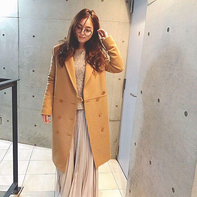 今日の#私服 先日形と色に惚れて購入したコート。 今までもSTELLA McCARTNEYのコートが好きでずっと着ています✨ これで3着目☺️ コート#STELLAMcCARTNEY ニット#AMIW スカート#UNITEDARROWS