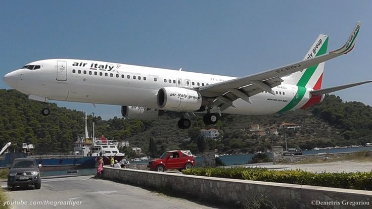 LOWEST 737 LANDING EVER! @ Skiathos, the second St Maarten   Air Italy 7...