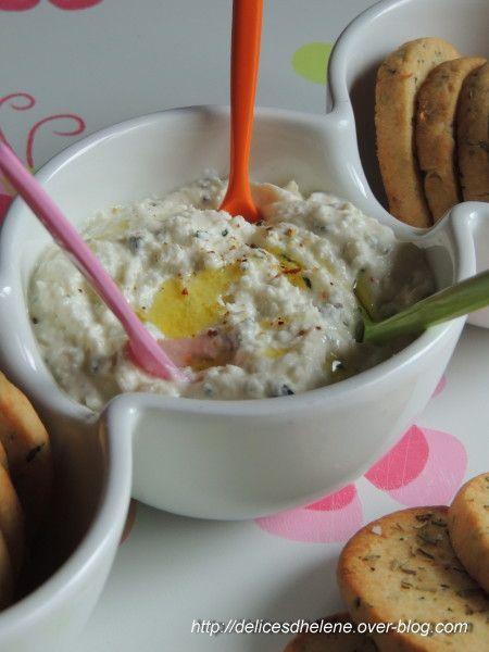 tartinade à base de feta 200g de feta 1 cuil. à soupe de crème épaisse 1 cuil. à soupe de ciboulette ciselée 1 cuil. à soupe d'huile d'olive poivre, paprika ou piment d'Espelette