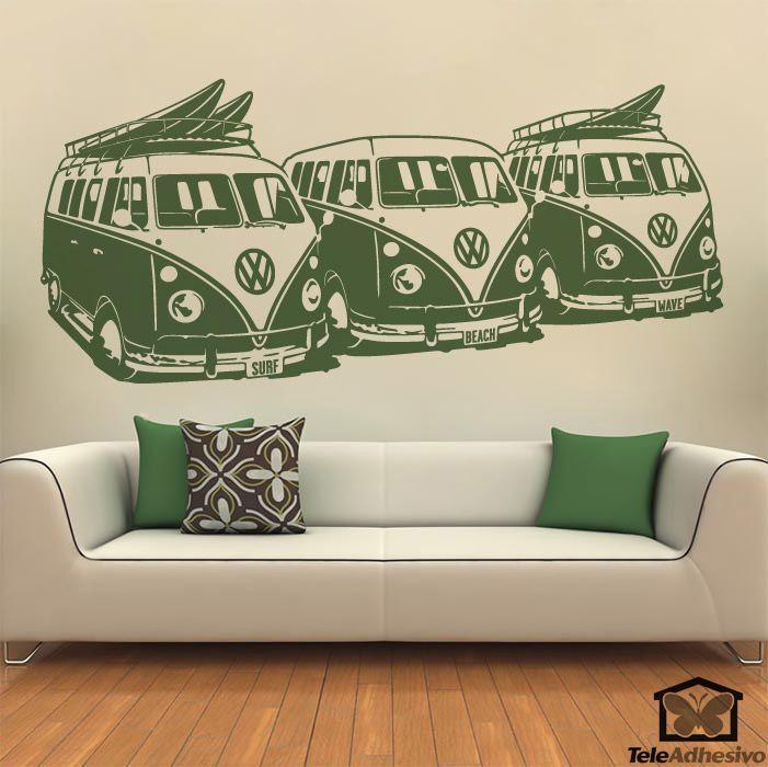 Este vinilo decorativo lleva el auténtico espíritu playero del surf a tu pared con 3 Furgonetas Volkswagen. Un detallado diseño con el que decorar tu pared.