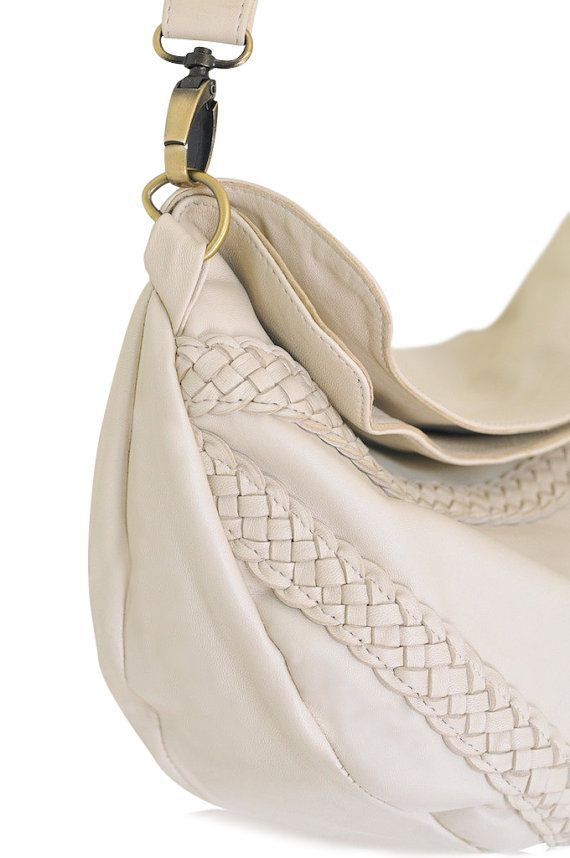 TRIANGULO. Crossbody bag / leather crossbody purse / over the shoulder bag / leather purse / ivory. Available in different leather colors.