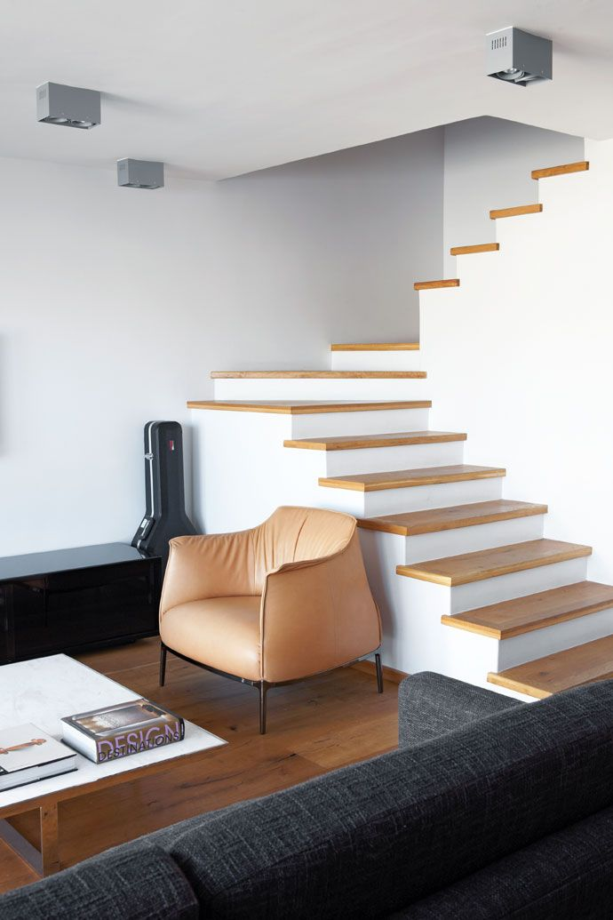 Engineered, knotty-oak cladding transforms the open staircase into a design feature.