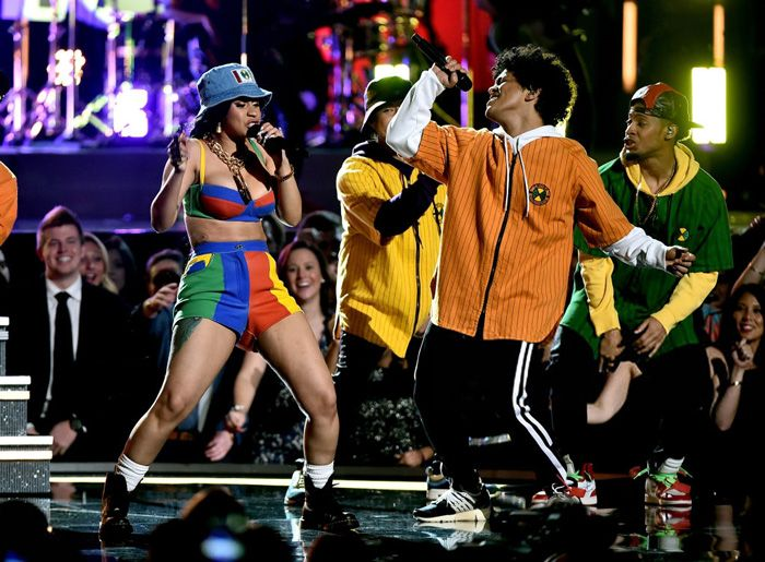 Bruno Mars Cardi B Perform Finesse At Grammys Cardi B Grammys Bruno Mars Style Bruno Mars Costume