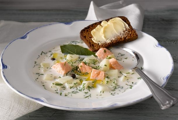 Salmon soup with rye bread