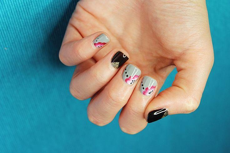 Hybrydowy manicure: Semilac Base, Semilac 105 Stylish Grey, Semilac 1037 Gold Disco, Bluesky Shellac 40518 Black Pool, Gelish Top it off